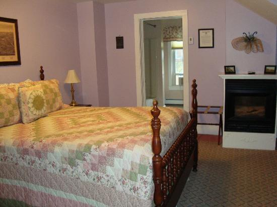Alexandra B&B Inn: our room - Old Bennington