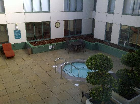 Hyatt at Fisherman's Wharf: View of hottub next to the pool from my 4th floor room
