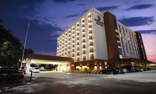 Embassy Suites Hotel Dallas-Market Center Photo