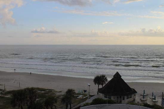 Daytona Beach Regency: Sunrise on the beach!