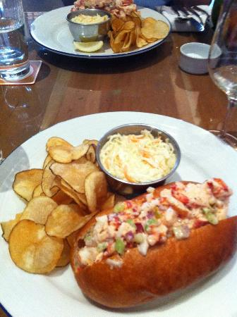 Island Creek Oyster Bar: satisfying lobster roll