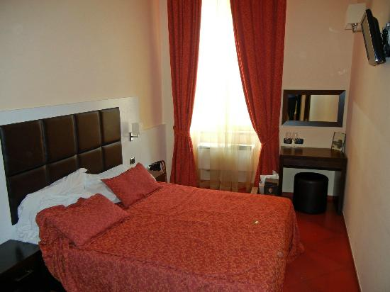Cenci B&amp;B: Red Room
