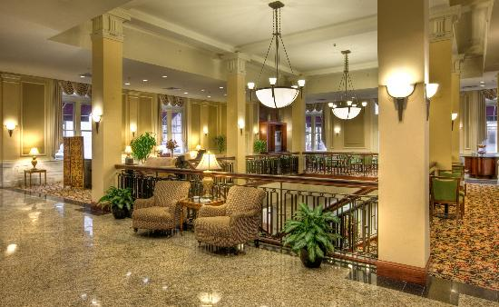 Hampton Inn & Suites Baltimore Inner Harbor: Hotel Lobby