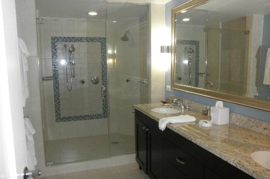 Marriott's Oceana Palms: Master Bath