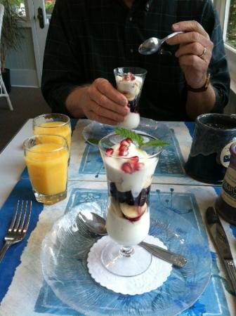 Graycote Inn: Breakfast Parfait