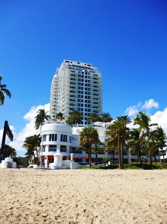 Hilton Ft Lauderdale Beach Resort: Fachada do hotel, vista da praia