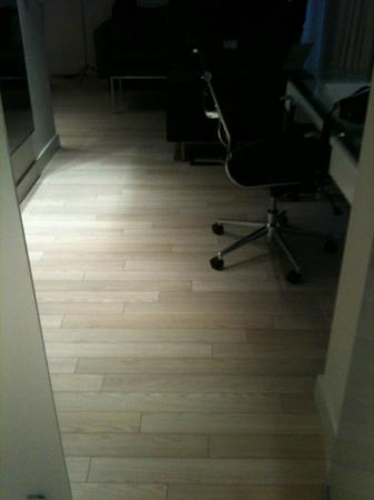 B-Aparthotel Grand Place: Parquet