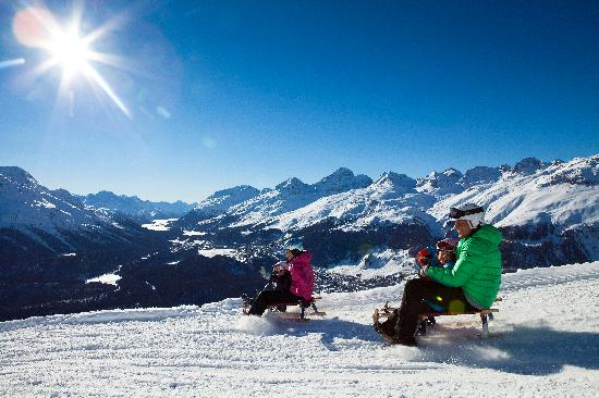 Engadin St. Moritz, Szwajcaria: Tobogganing on Muottas Muragl