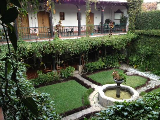 Hotel Posada de Don Rodrigo: Courtyard view from balcony