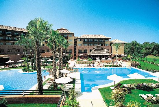 Islantilla Golf Resort Hotel: Hotel y Piscina
