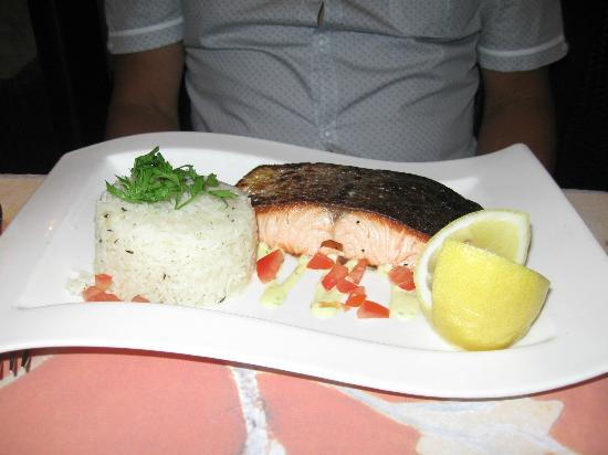 Hotel Neva - Paris: Salmon at Corner Cafe
