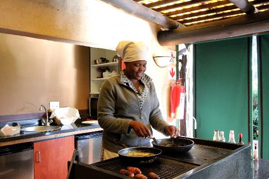Uxolo Guesthouse Johannesburg: Bonie served good breakfast
