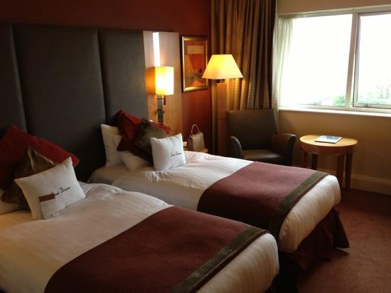 DoubleTree by Hilton Hotel Sheffield Park: deluxe twin 310