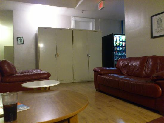 Hostelling International San Diego Downtown: seating