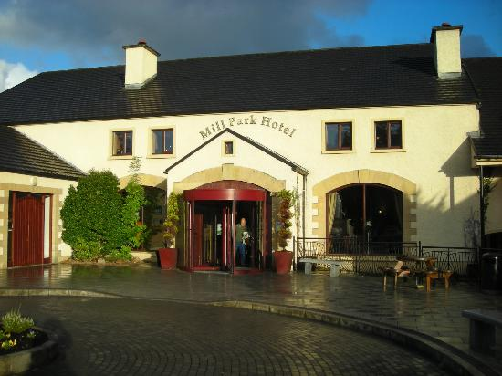 Hotel front entrance picture of mill park hotel donegal town tripadvisor for Hotels in donegal town with swimming pool