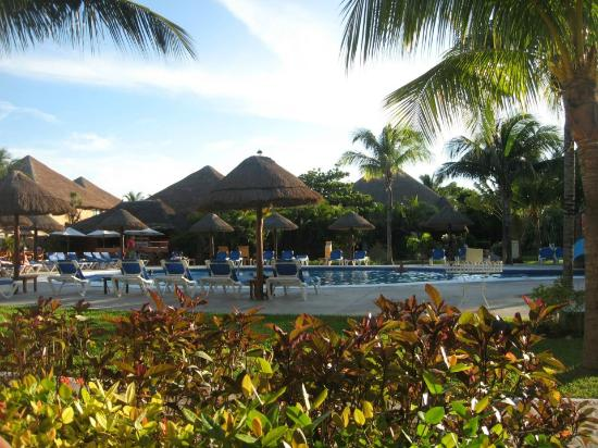 Allegro Playacar: pool area, view from our room :)