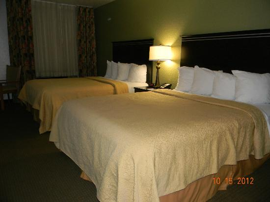 Quality Inn &amp; Suites Denver International Airport: Double queen room