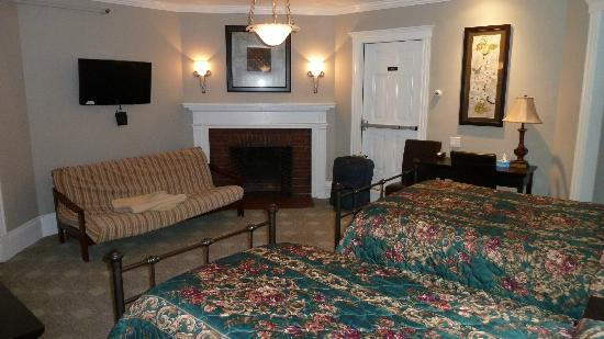 Longwood Inn: Room 21