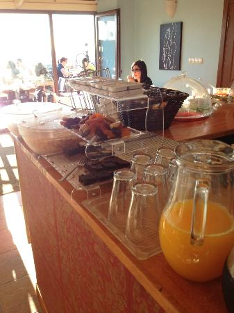 Agora Guesthouse: Breakfast in the Roof Top Lounge