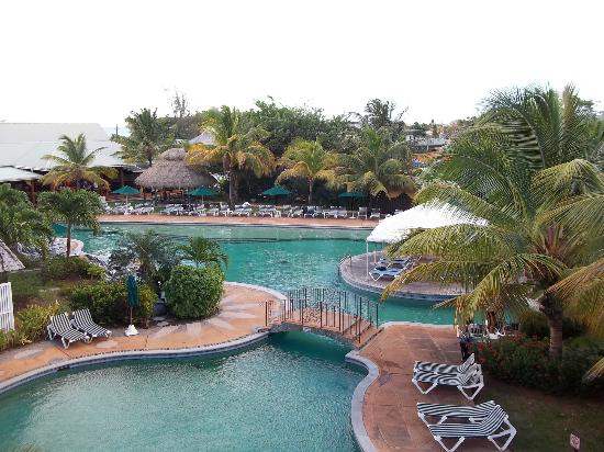 Coco Palm Resort: View of the pool from room #322