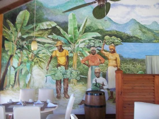 Coco Palm Resort: Local art in the restaurant.