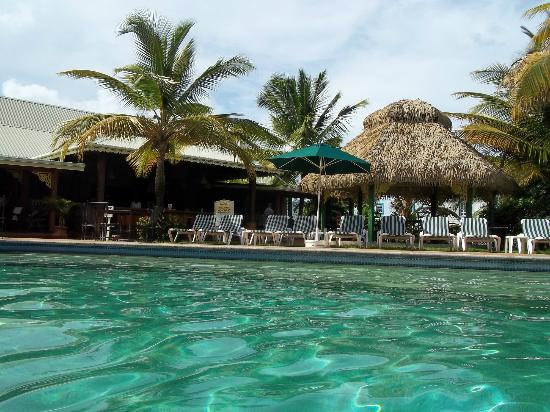 Coco Palm Resort: View of the Restaurant and bar from the pool.