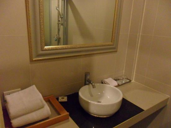 Davinci Suites & Le Spa: Clean bathroom