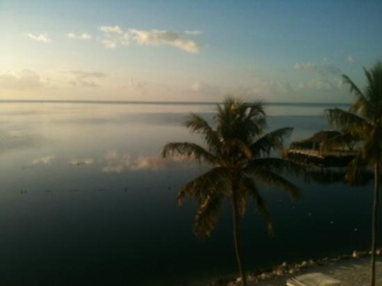 Pelican Cove Resort Marina Hotel Islamorada: Sunrise from our room