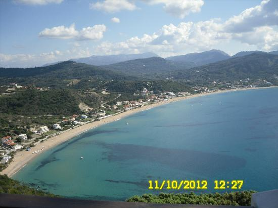 Hotel Costas Golden Beach: Walked to this taverna DIONYSOS overlooking the bay.By foot 45mins to Afionas village. :-))