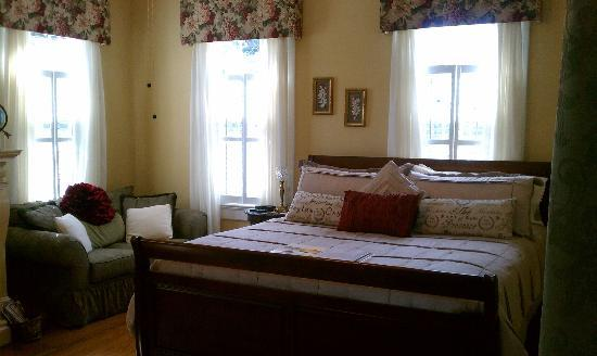 Burke Manor Inn: Room 203