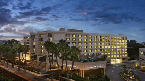 DoubleTree Suites by Hilton Santa Monica: Hotel Exterior - Night