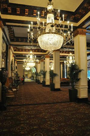 The St. Anthony, a Luxury Collection Hotel, San Antonio: Lobby