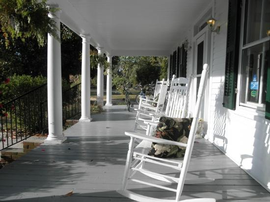 The Inn at Tabbs Creek: Front Porch
