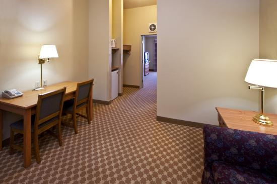 Country Inn & Suites By Carlson, Omaha West: CountryInn&Suites Omaha Suite
