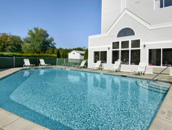 Days Inn and Suites Groton: Pool
