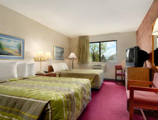 Super 8 Milwaukee West: Standard Double Room