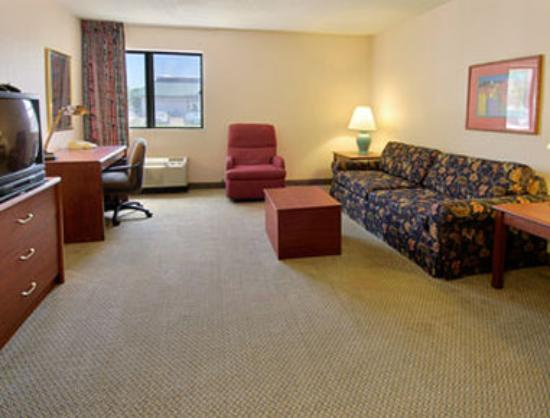 Days Inn & Suites Brooklyn Center