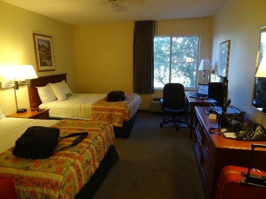 La Quinta Inn & Suites Naples East (I-75): nice clean room