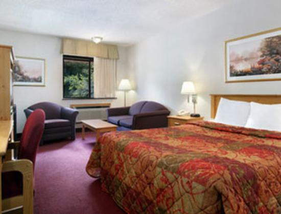 Days Inn West Des Moines: Deluxe Queen Bed Room