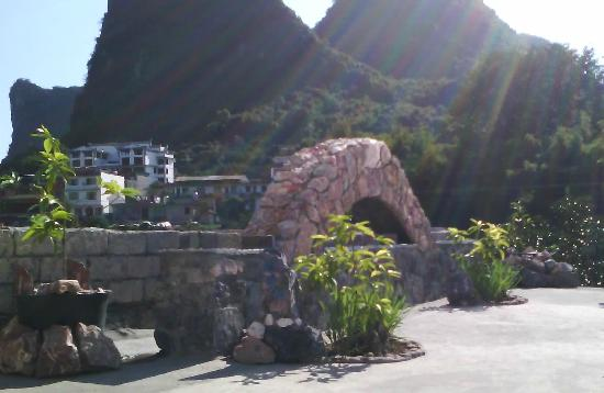 ‪The Stone Bridge-Home Sweet Home in the Valley‬