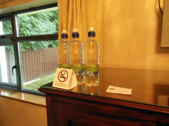 Abbeylodge B&B: Complimentary bottled water for each of us