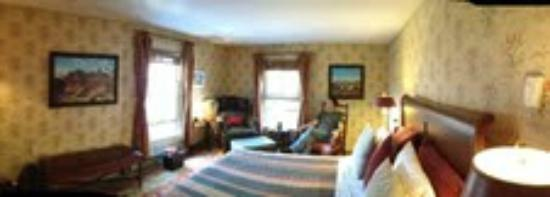 Gay Street Inn : Mountain View Room (panorama mode)