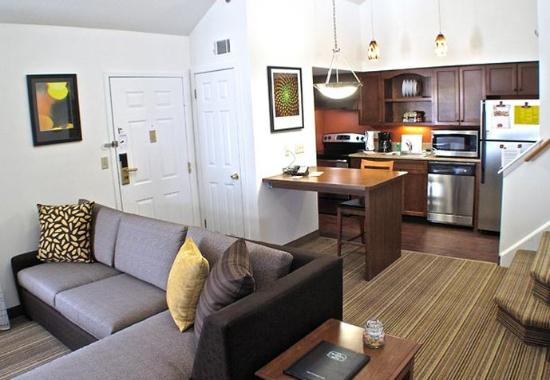 Residence Inn Albany Airport: Penthouse Bi-Level Loft Suite