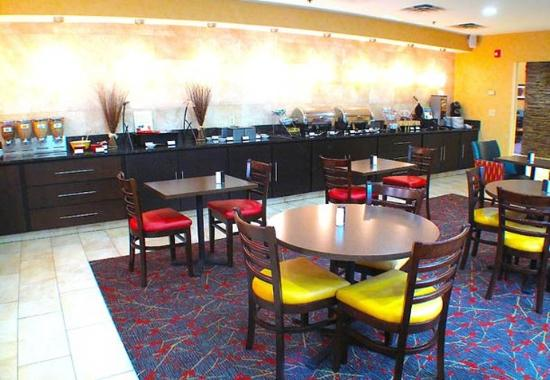 Residence Inn Albany Airport: Breakfast Dining Area
