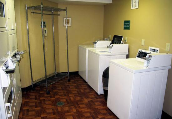 TownePlace Suites Indianapolis Keystone: Laundry Facilities