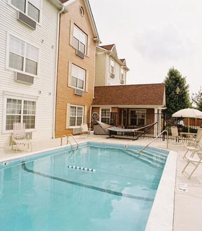TownePlace Suites Indianapolis Keystone: Outdoor Pool