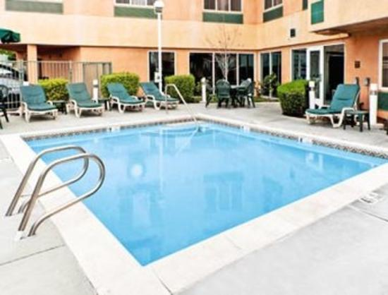 Hawthorn Suites by Wyndham Livermore: Pool