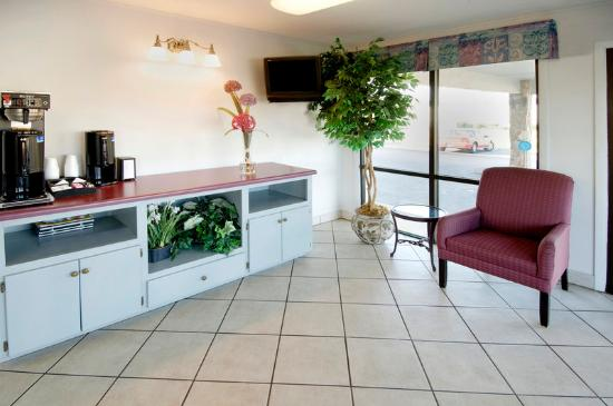 Americas Best Value Inn - Dothan: Breakfast Area