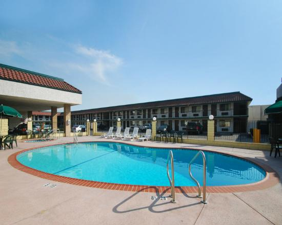 ‪‪Comfort Inn Near Old Town Pasadena - Eagle Rock‬: Outdoor Pool‬