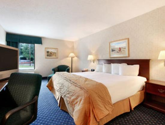 Baymont Inn & Suites Greensboro / Coliseum: Standard King Bed Room